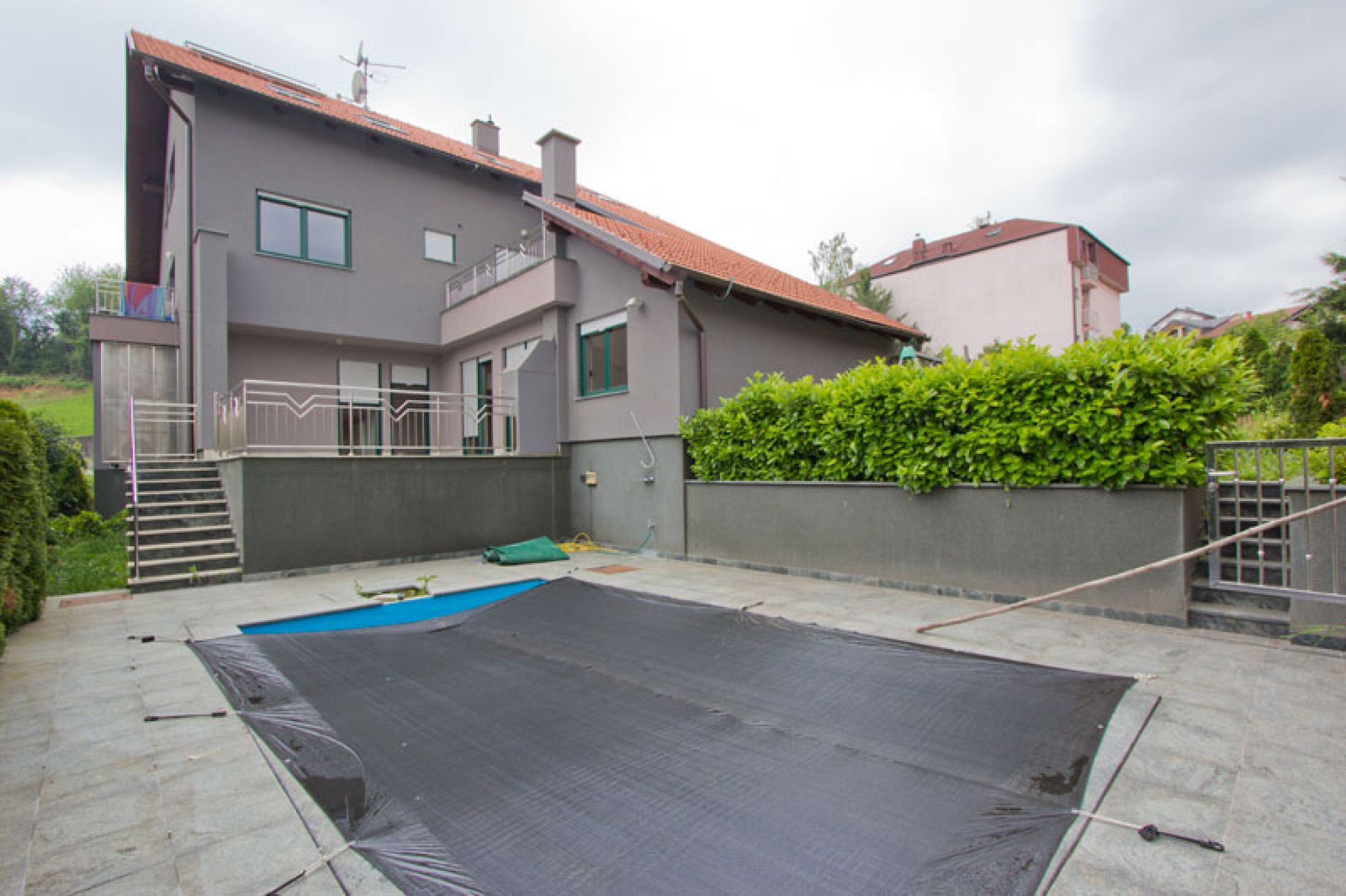 TWO STOREY WITH POOL.