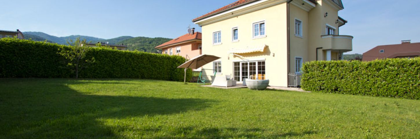 Villa with garden and swimingpool.